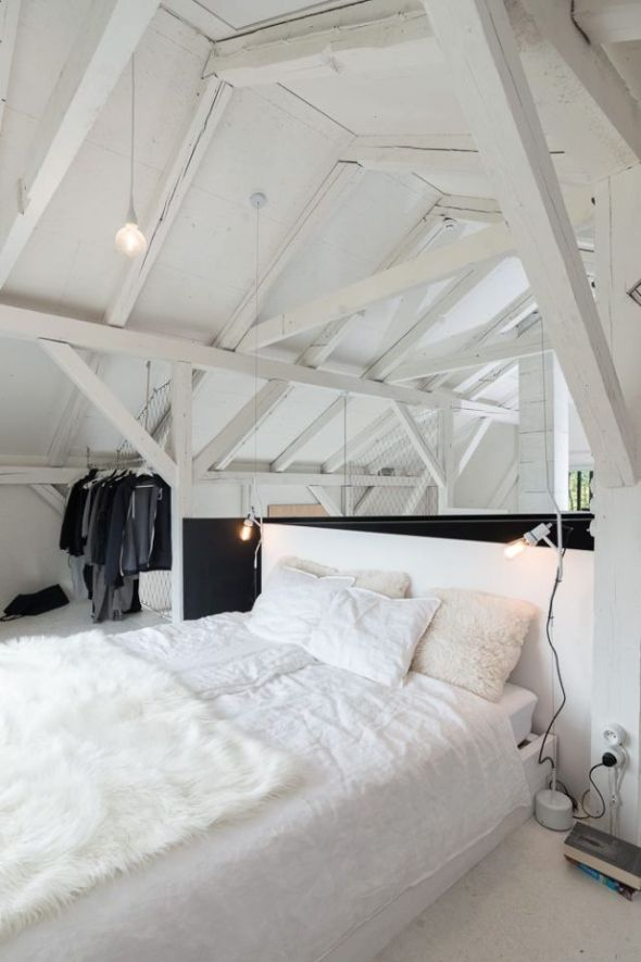 oooox-boooox-barn-loft-bedrooom7-via-smallhousebliss