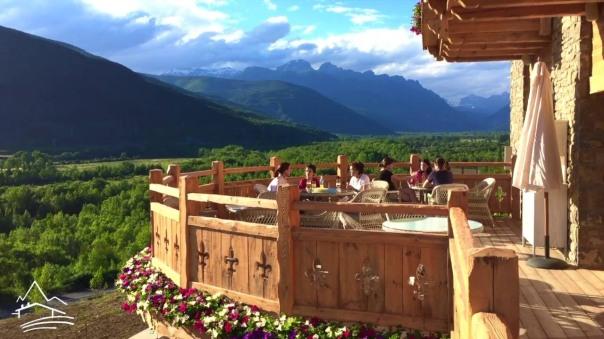 hotel_viñas_del_larrede_terraza_la_oca_imprescindibles_de_abril.jpg