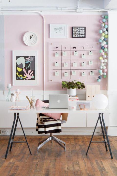 estudio-rosa-escritorio-caballetes
